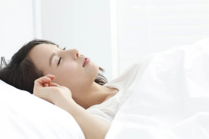 10-sleep-amazing-tricks-for-healthy-glowing-skin-194114186-KPG-Ivary
