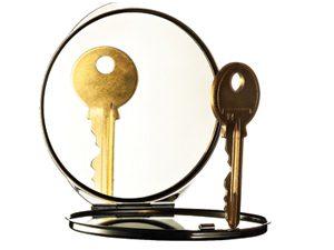 keys and mirror