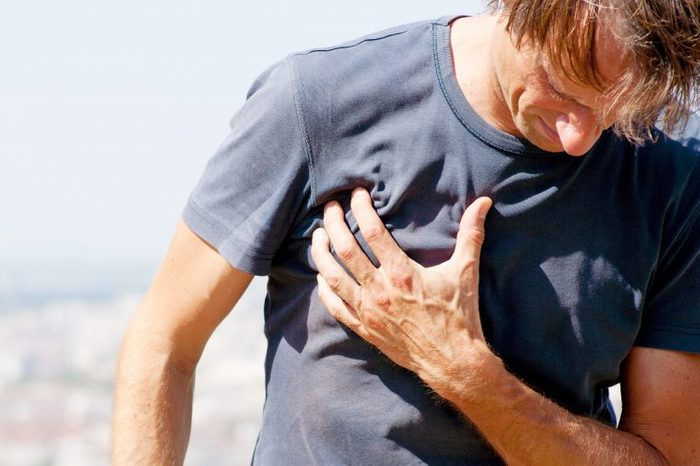 signs asthma tight chest