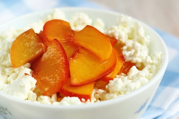Cottage cheese topped with nectarine slices.