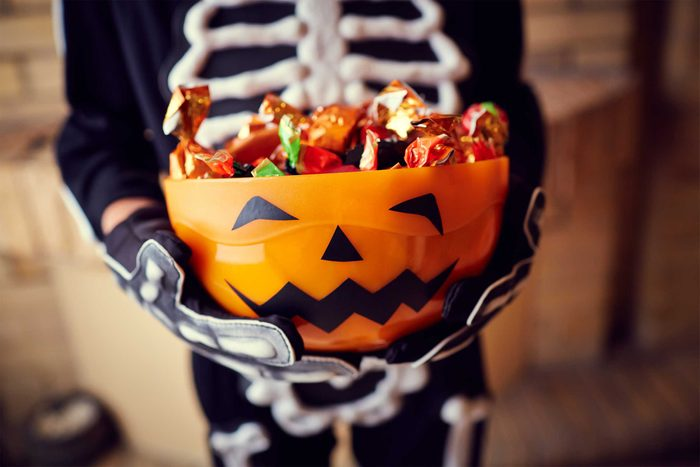 06-halloween-candy-calories