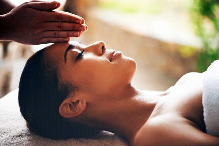 tricks_avoiding_dreaded_winter_pallor_facial_massage