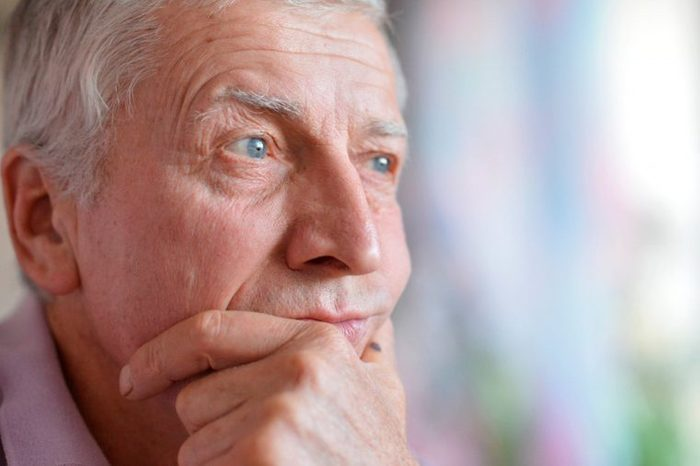 04-older-Signs-It's-Time-to-See-a-Doctor-About-Your-headaches-207522172-Ruslan-Guzov