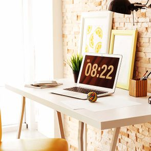 Adjustments-Every-Desk-Jockey-Needs-to-Prevent-Aches-and-Pains