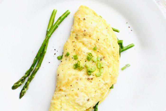 Easy-Asparagus-&-Goat-Cheese-Omelet