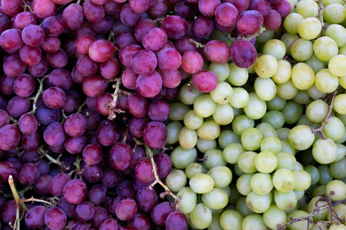purple and green grapes full frame