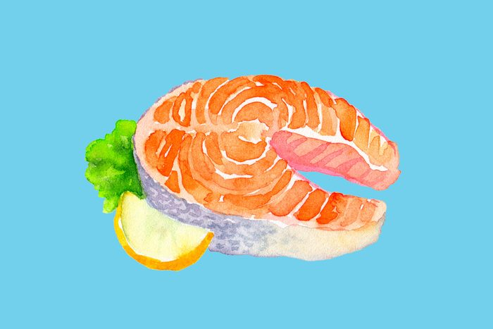 Salmon with lemon and lettuce