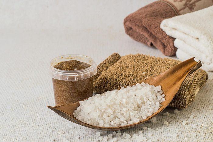 Epsom-salt in a spoon