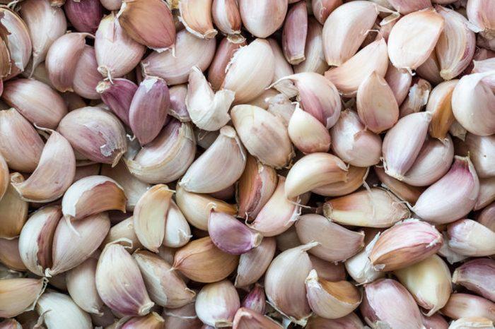 Pile of fresh, unpeeled garlic.