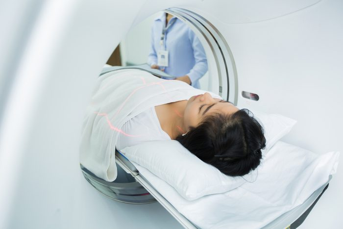 Asian women are entering the brain with a Ct scan