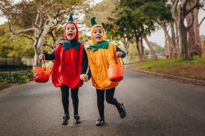 trick or treating halloween kids