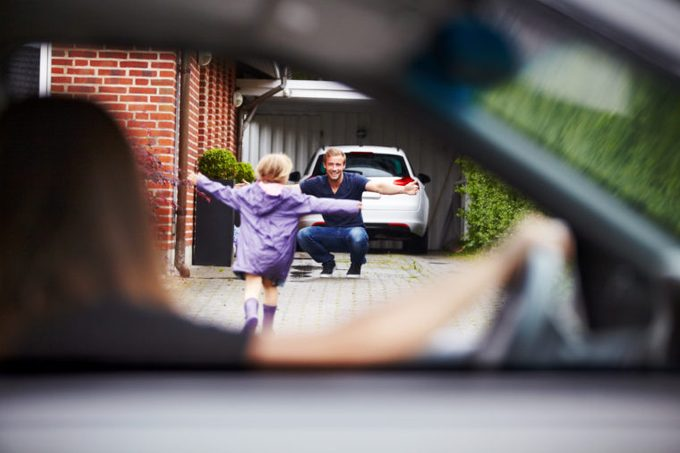 mother dropping off daughter to her father's house