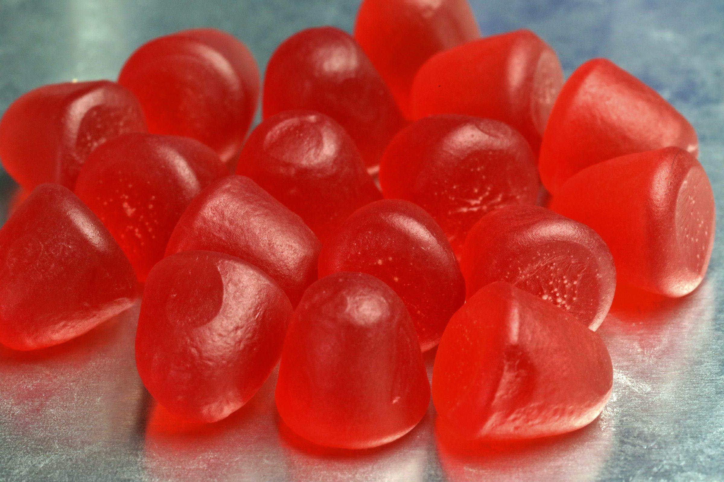 red gummies
